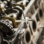 Wymiana prowadnic w głowicy silnika spalinowego