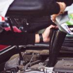 Wymiana oleju – Jak i kiedy trzeba dolać lub wymienić olej silnika w samochodzie?